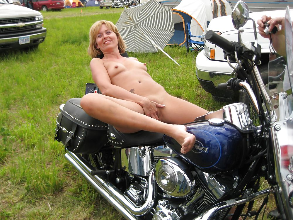 Old biker momma nude — photo 4