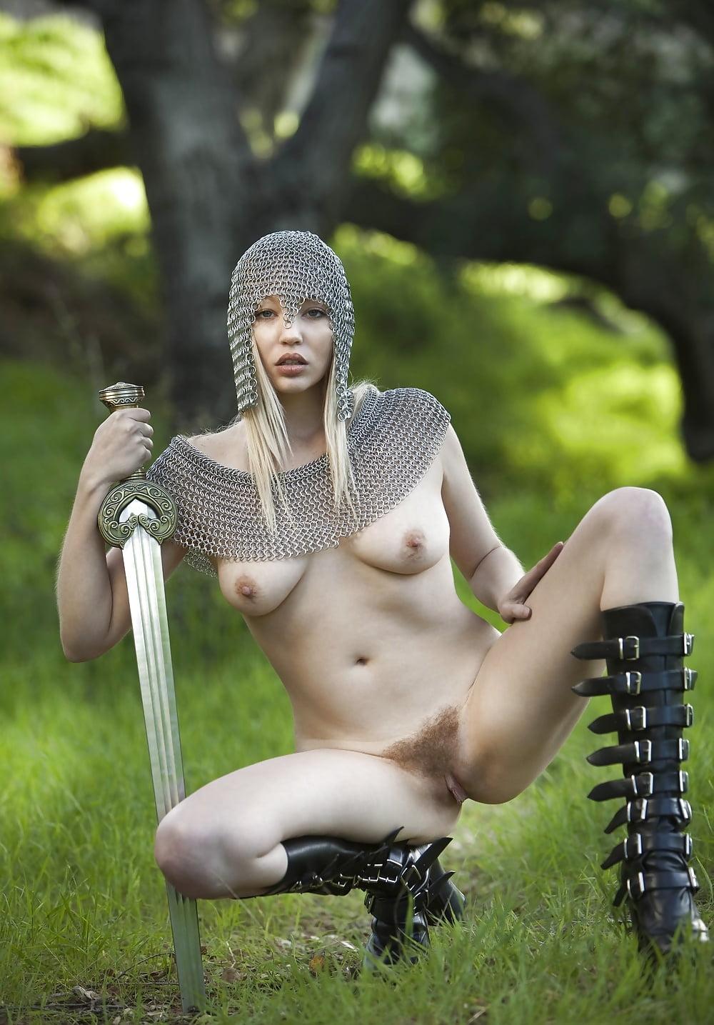 white-lady-nude-amazon