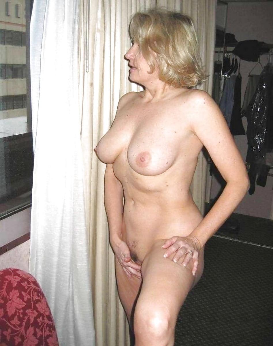 вечером фото домашнее частное голые женщины в возрасте иностранки вету кровать