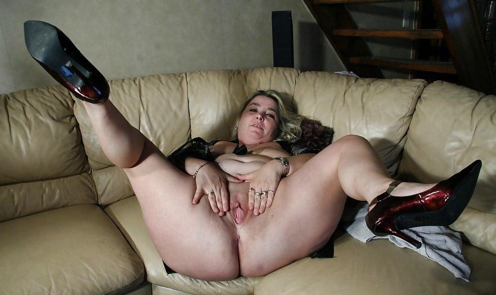 Sexy Slut Spreading Their Legs Sucking Of Lewd Housewi 1