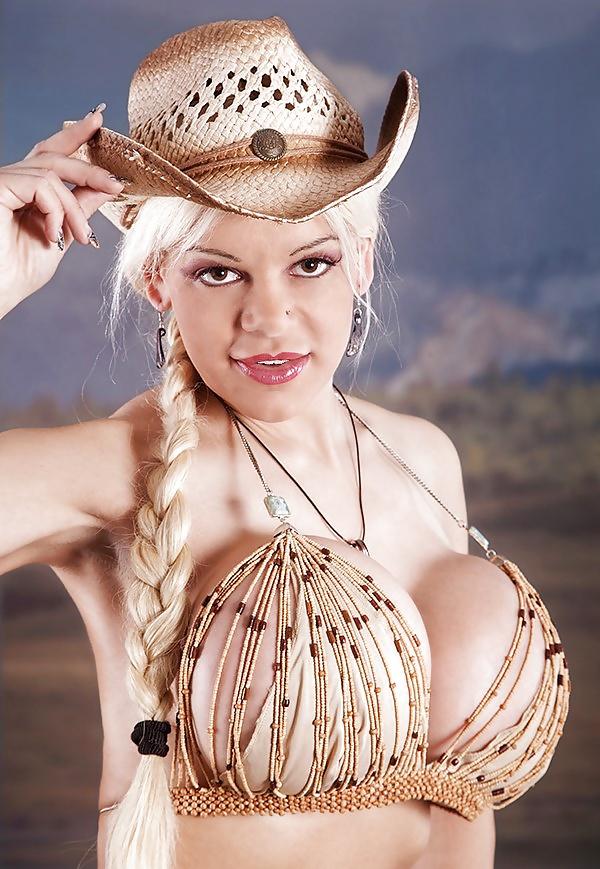 Martina Big Nude
