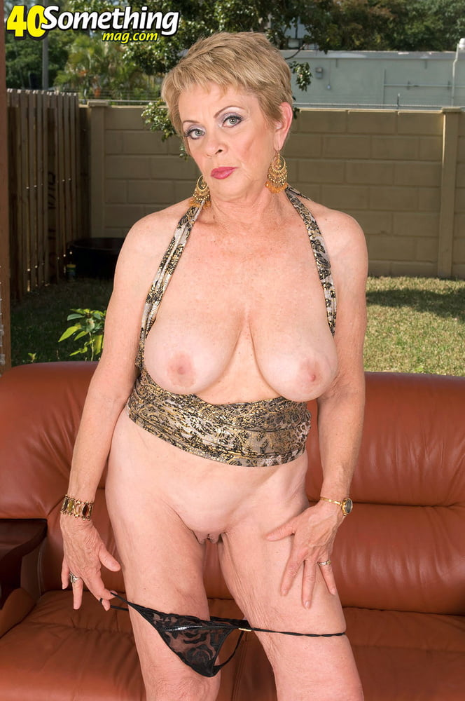Lin Boyde on a brown couch - 16 Pics