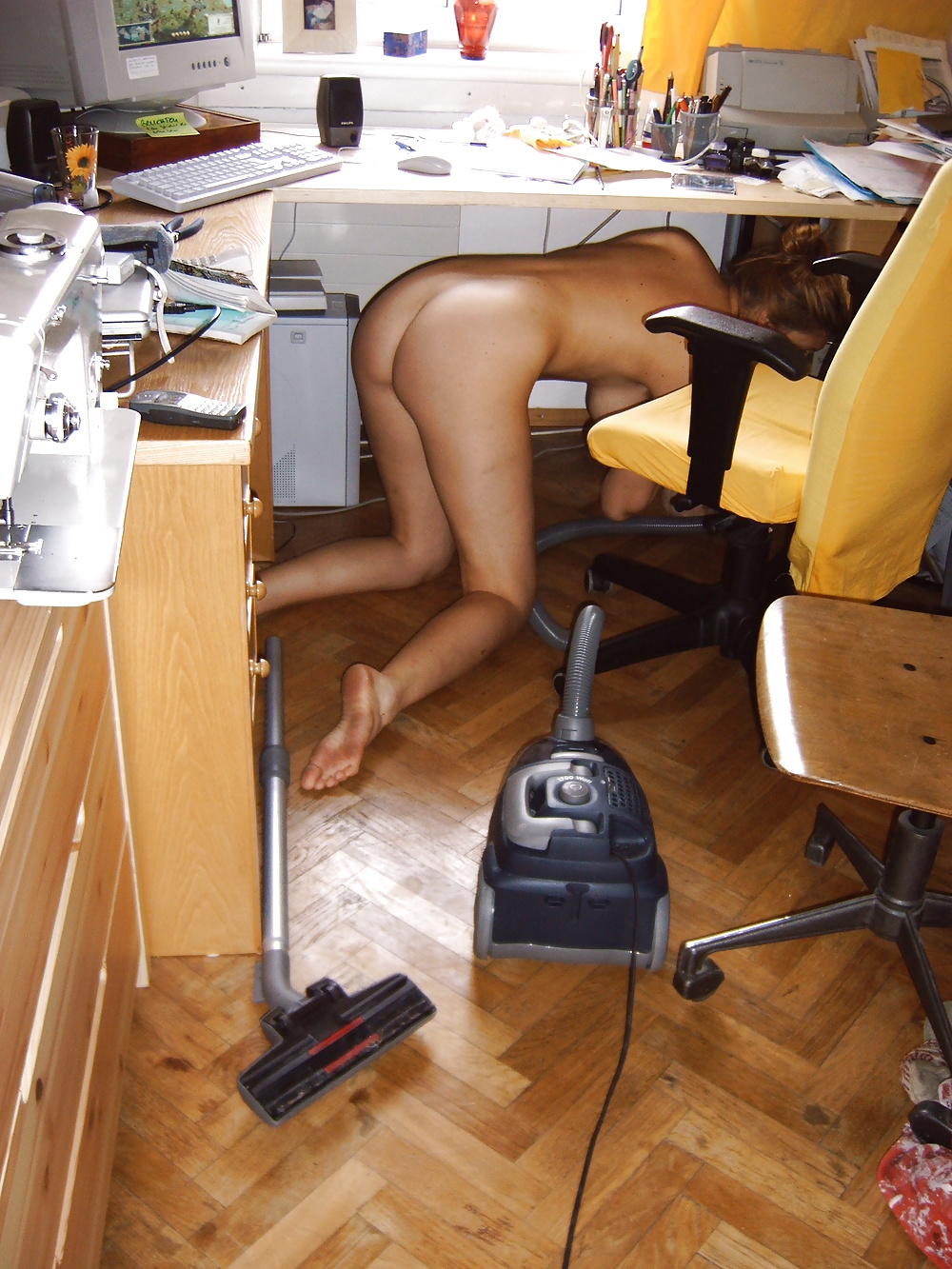 Эротика голые хозяйки наводят уборку дома видео, порно видео мужчина женщина