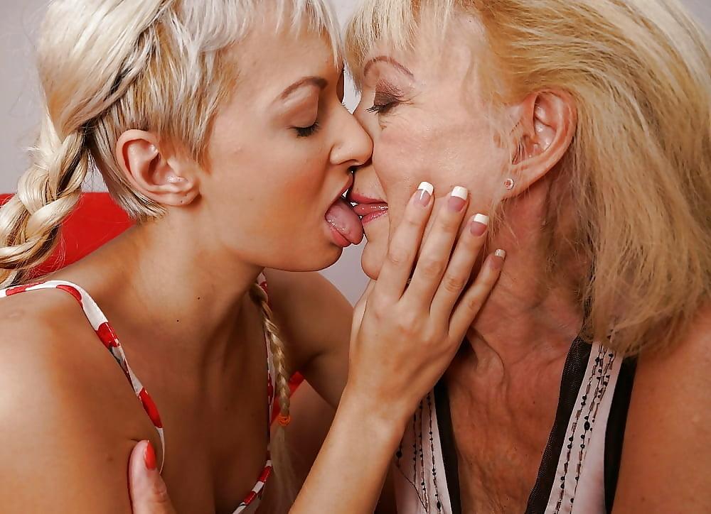 Older mature girls kissing girls