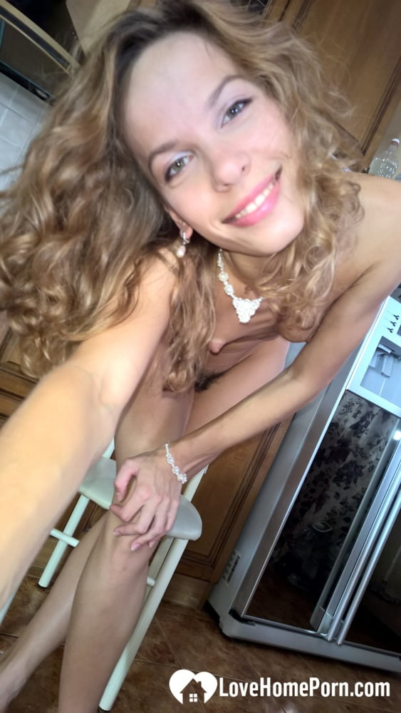 Skinny hottie knows how to make a boner