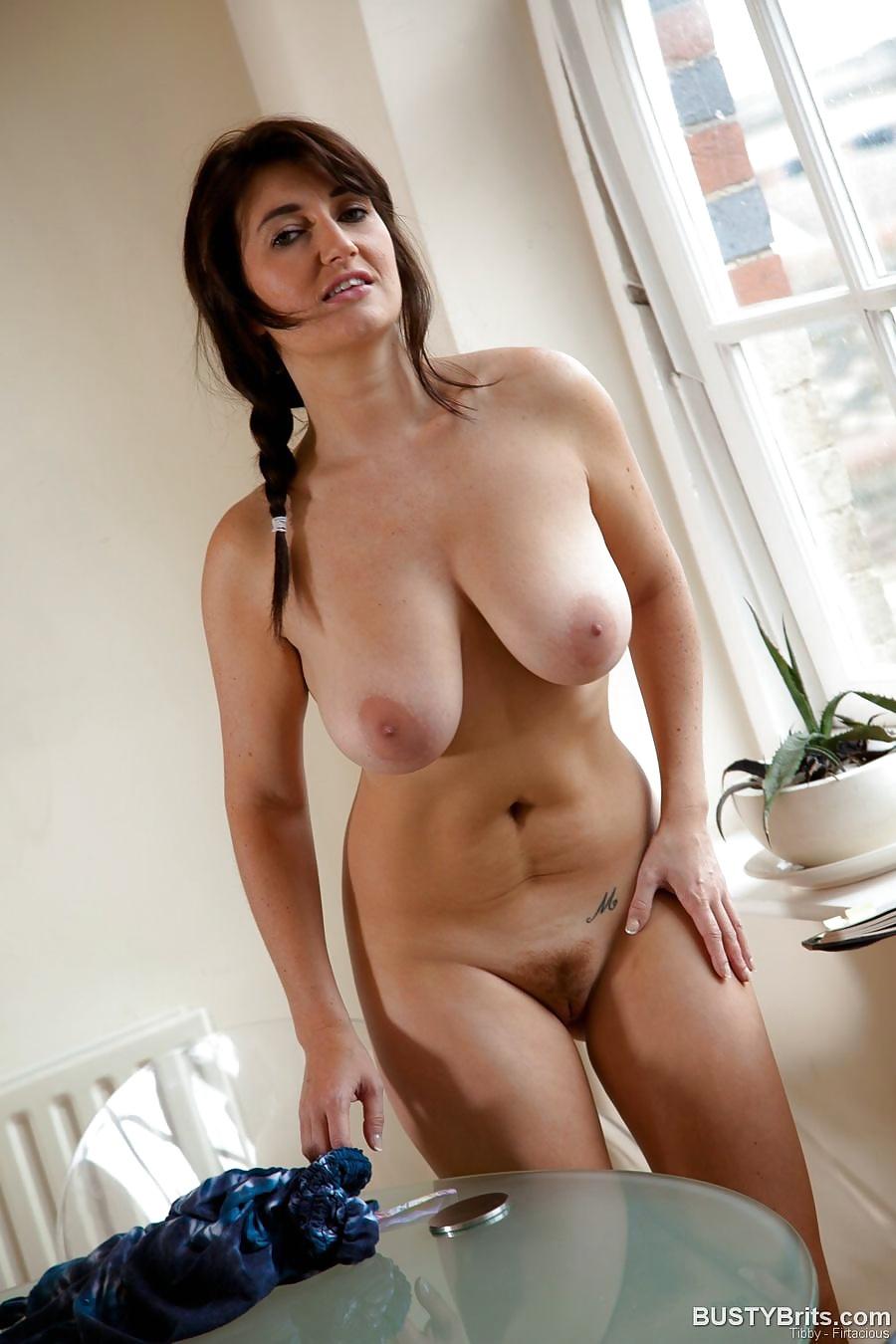 nude-busty-mom-pornstars-into-foot