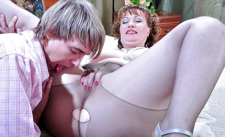 flo-nude-anal