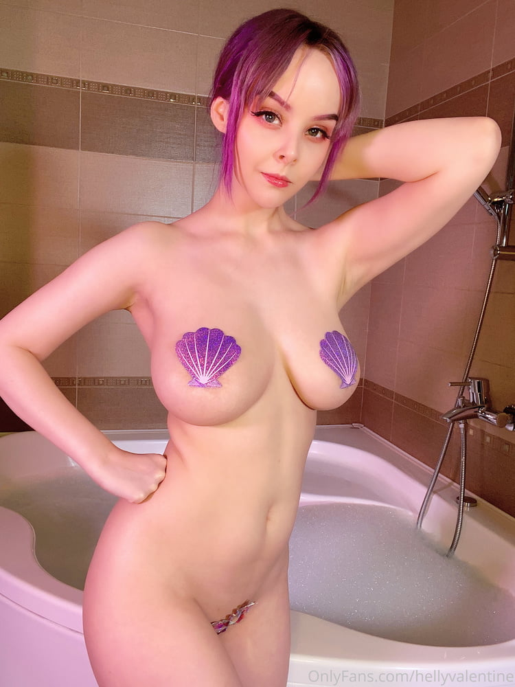 DHM - Sexy Bath - 17 Pics