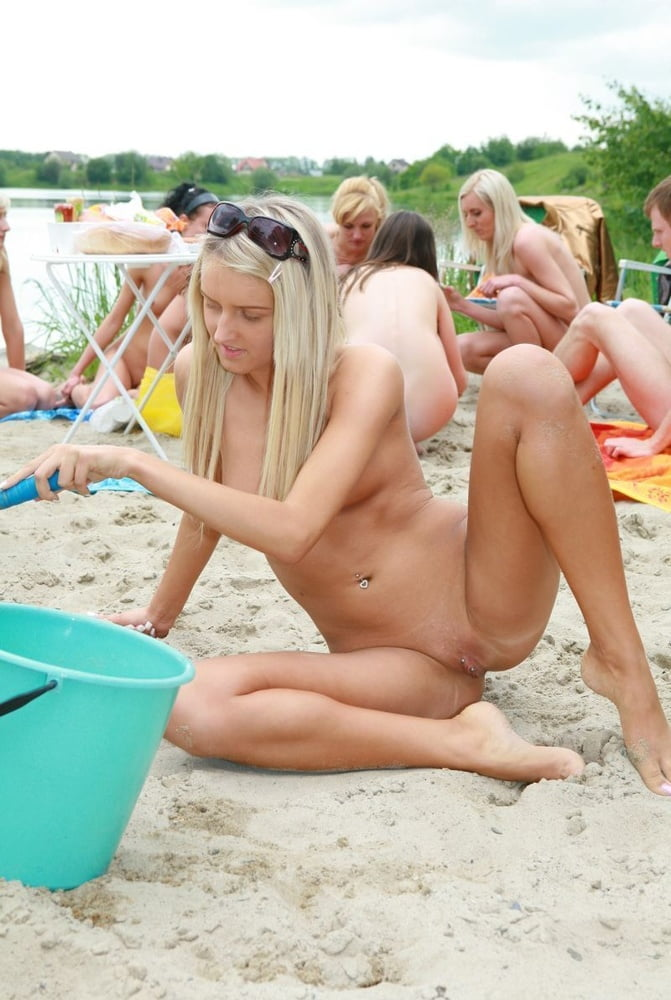 Beautiful blonde nudist - 6 Pics