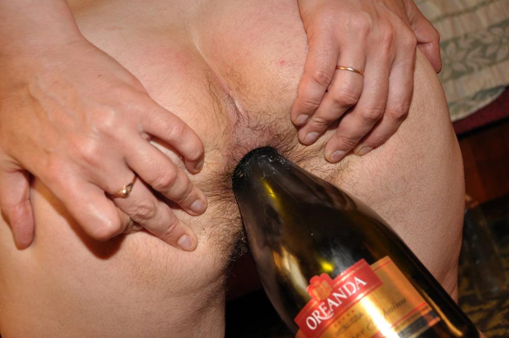 стоишь порно онлайн бутылка в попке муся