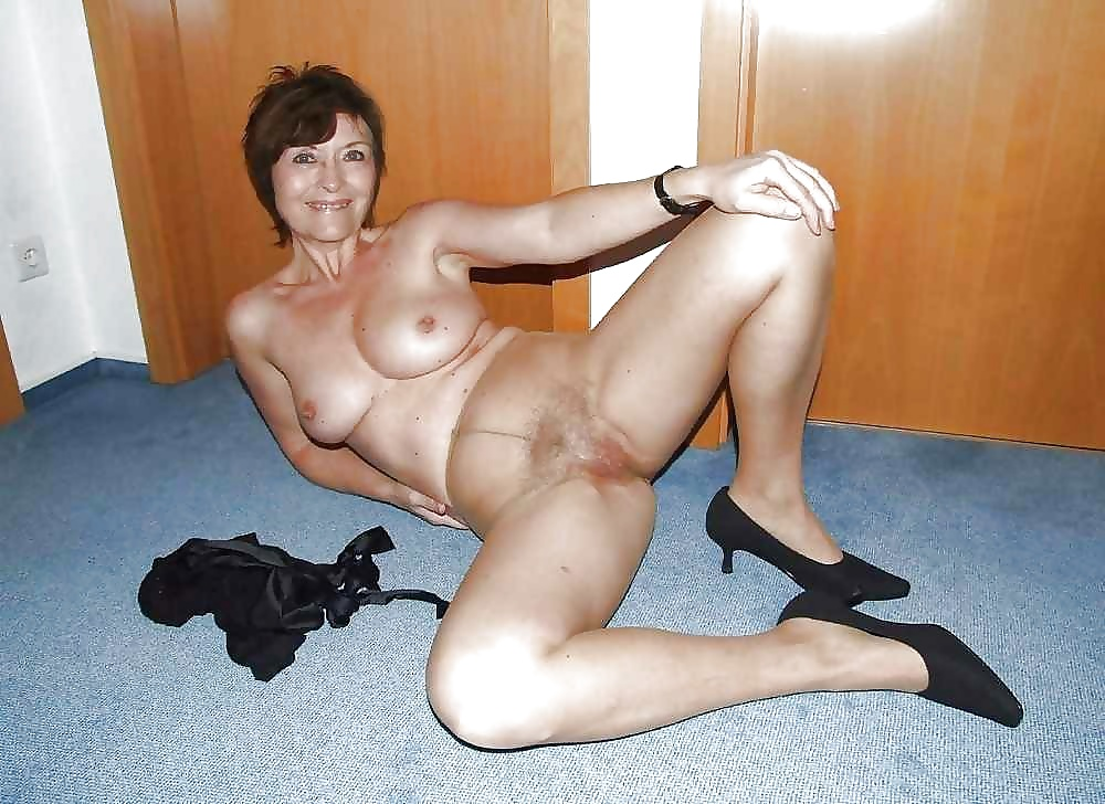 Mature woman fuck boy in photo