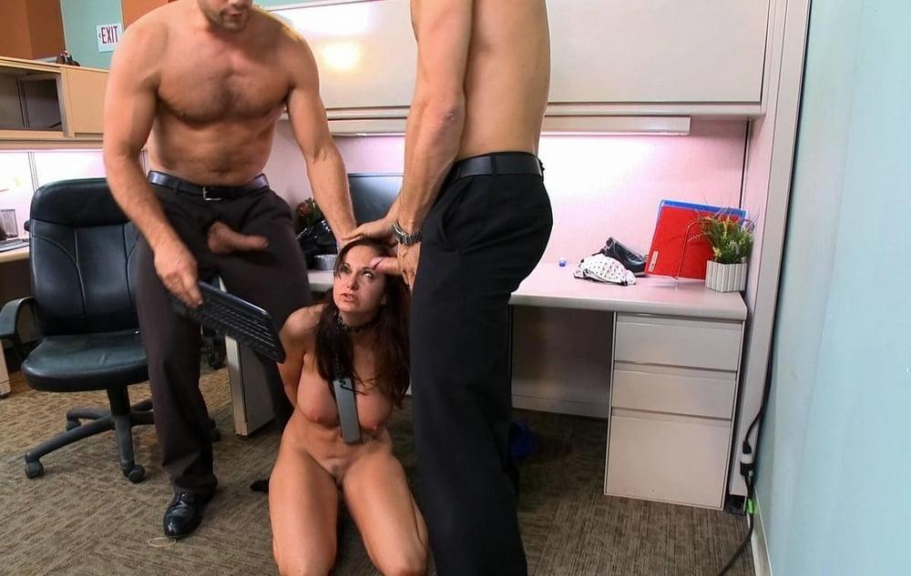 v-ofise-seks-po-krugu-foto-pishnih-zhenshin