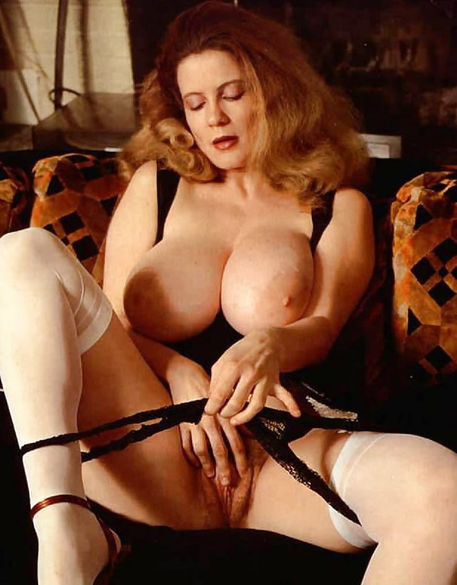 Curvy big tits blonde beth bennett wanking in vintage corselette and full fashioned nylon stockings