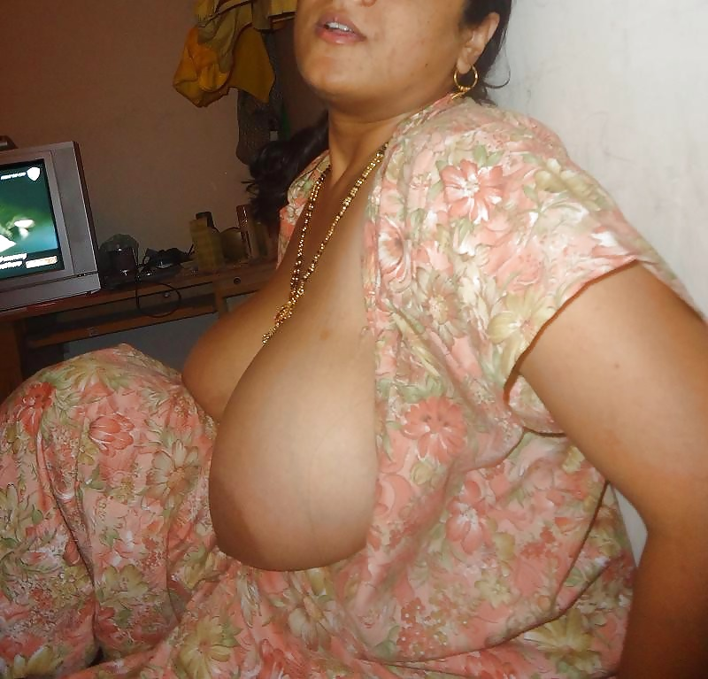 beautiful-all-aunty-boobs
