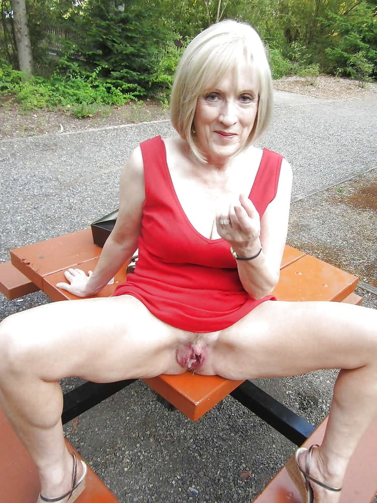 old-woman-flashing-pussy