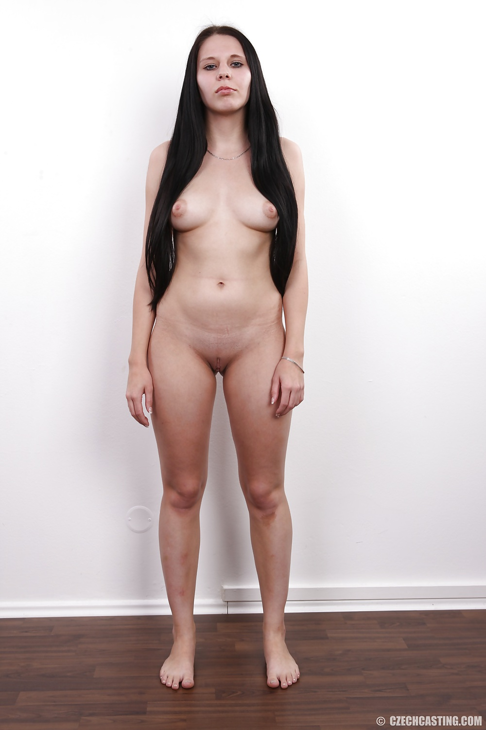Margo nude standing — pic 4