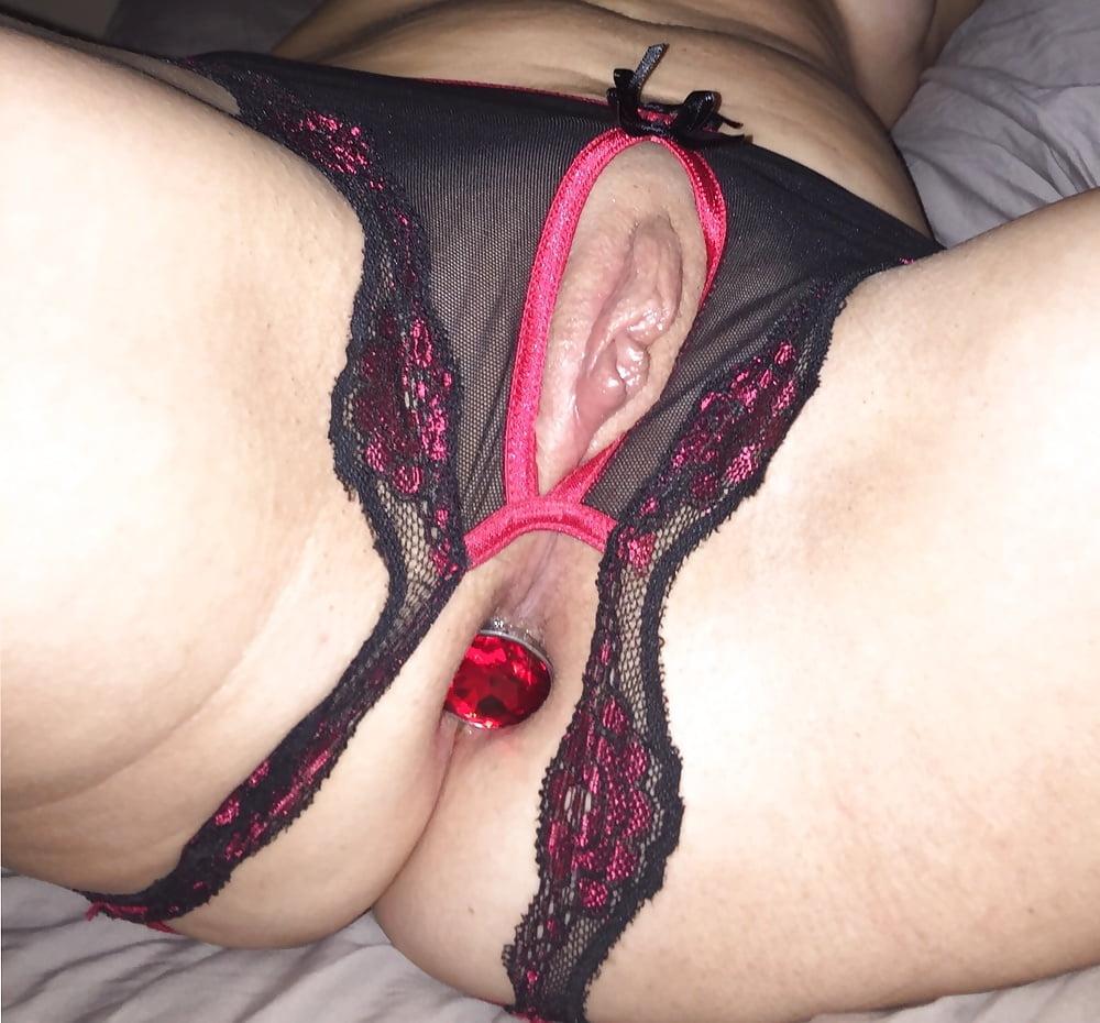 Порно фото белье с отверстием ебет худышку верху