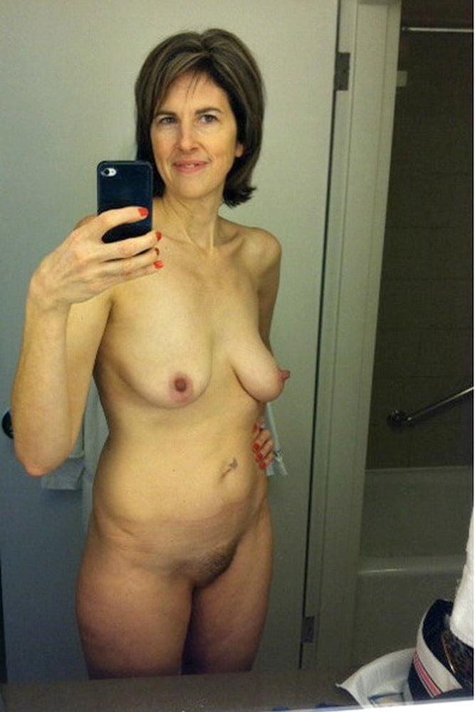 Mature moms nude selfie