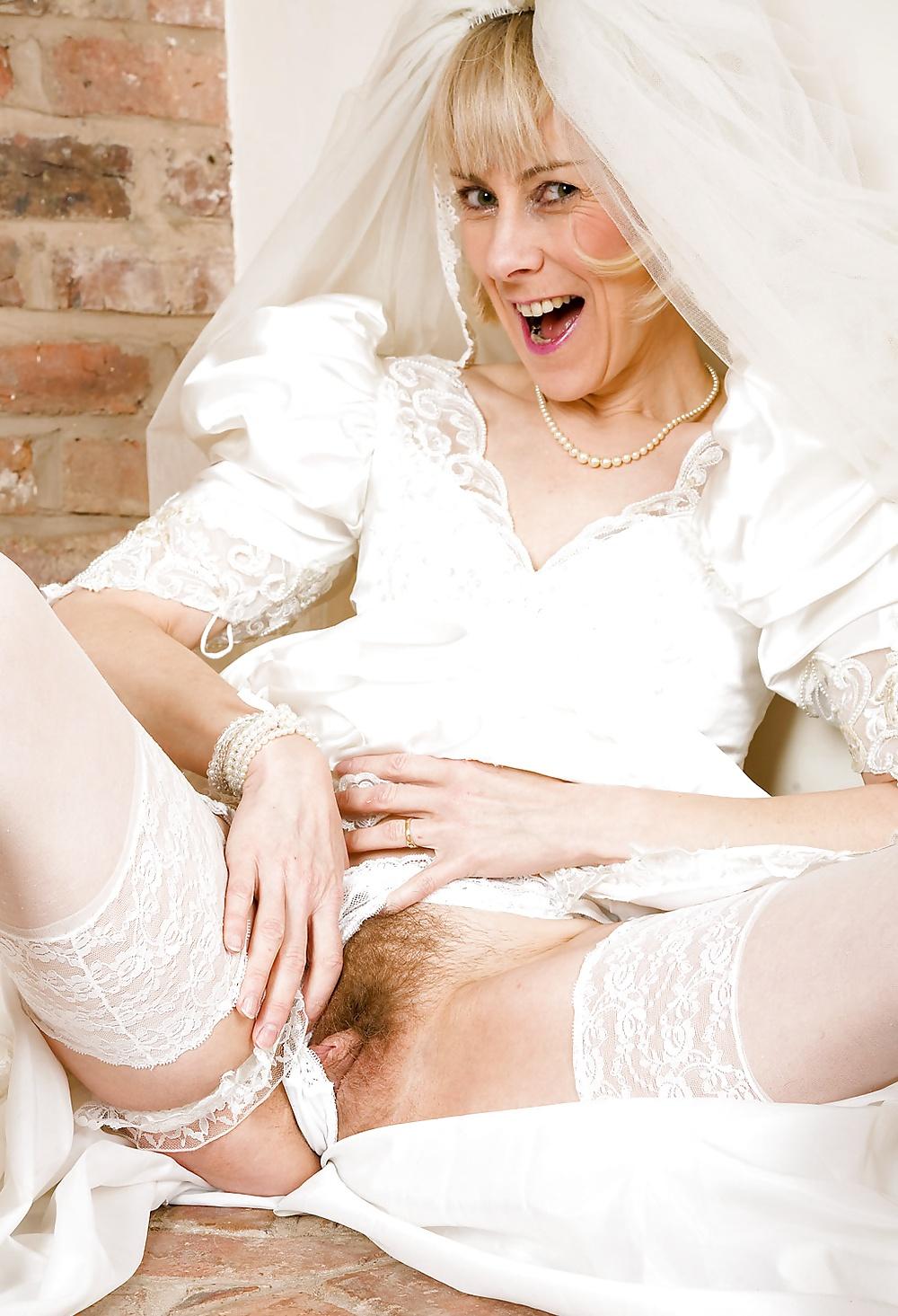 у невесты под платьем лижут пизду все гости - 3