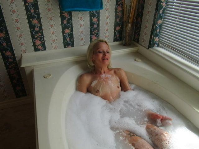 amateur wife cuckold creampie