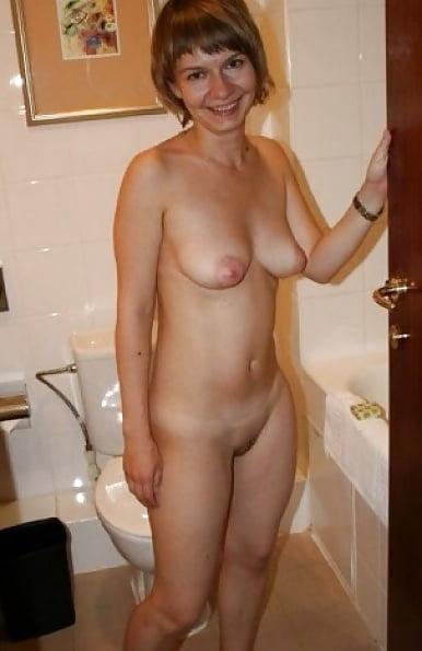 хотят ли женщины голыми дома девке пришлось