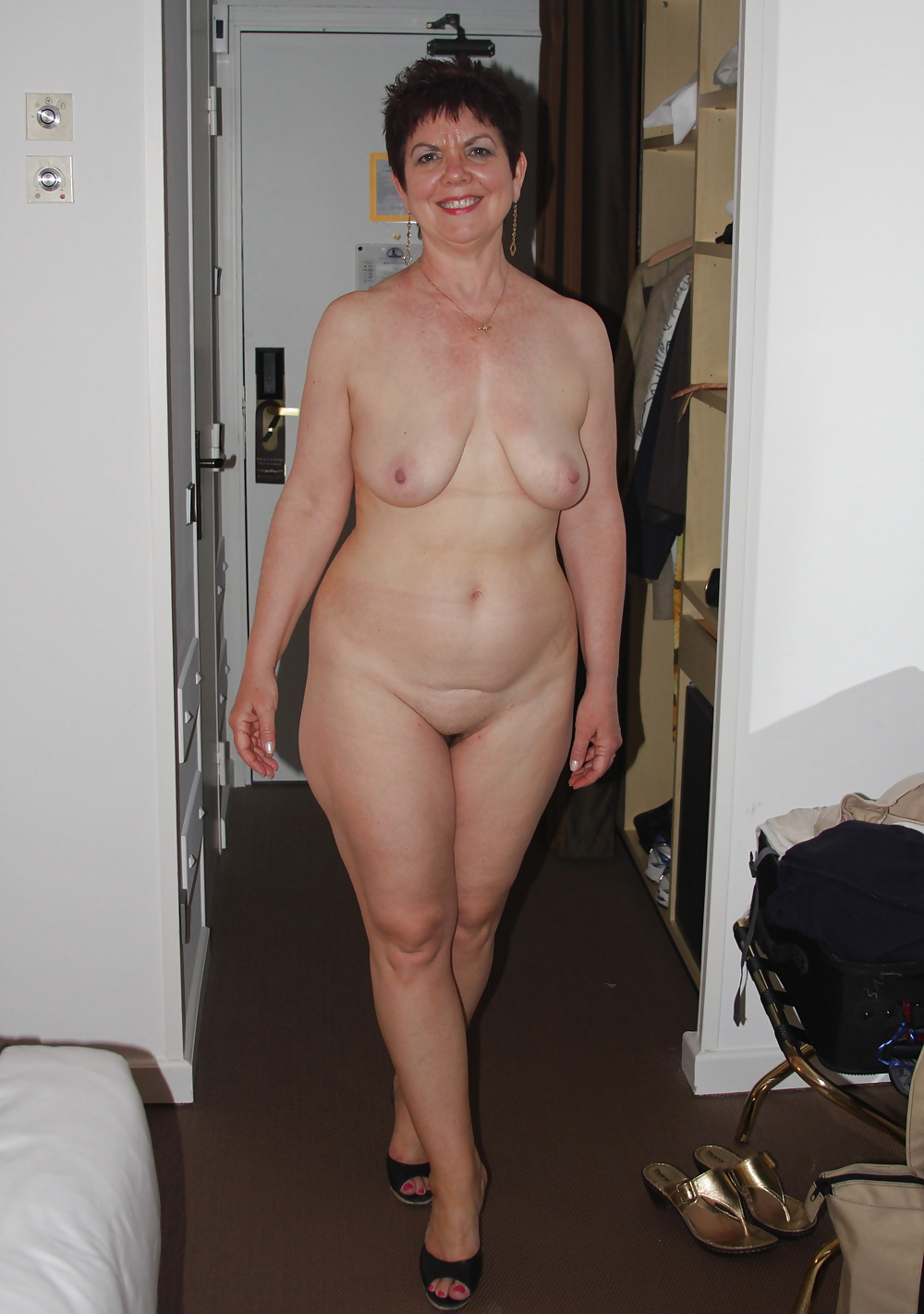 Amateur wife full frontal nude