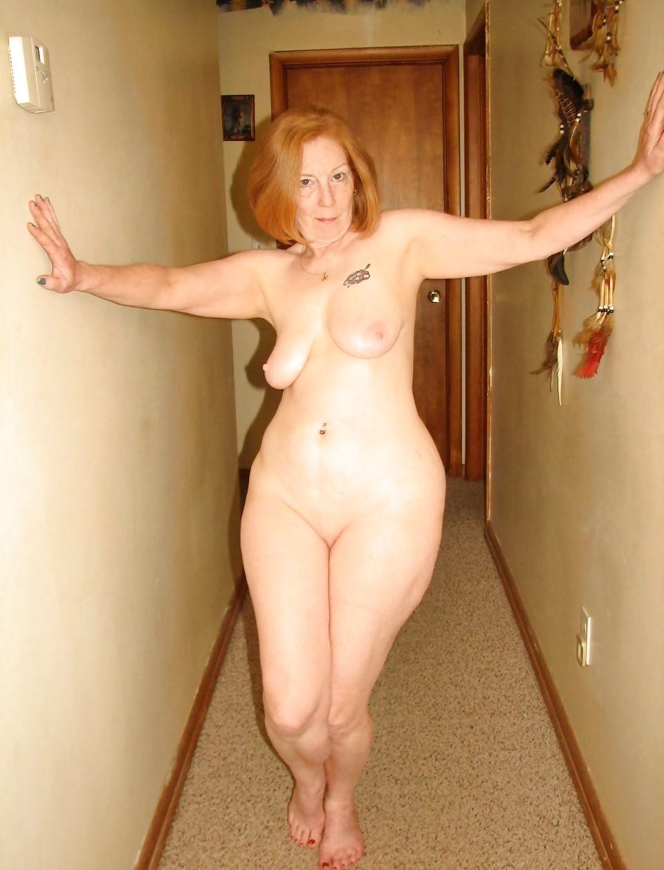 голые женщины с крупными бедрами