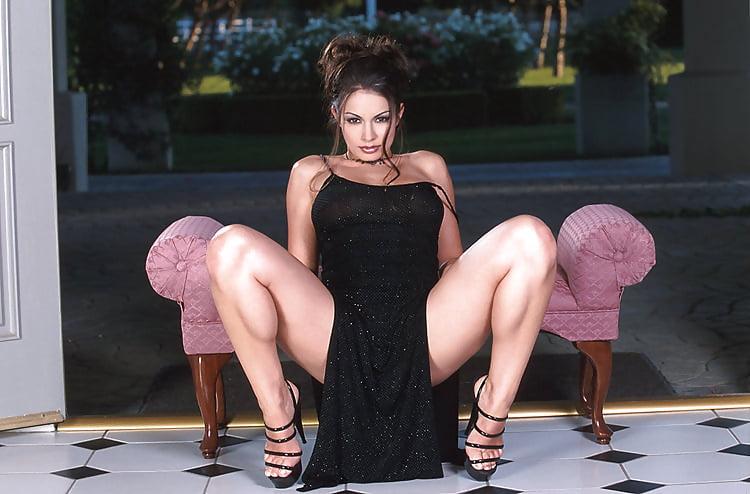 seks-volosatoy-prisela-i-razdvinula-zhopu-stali-trahatsya-pryamo