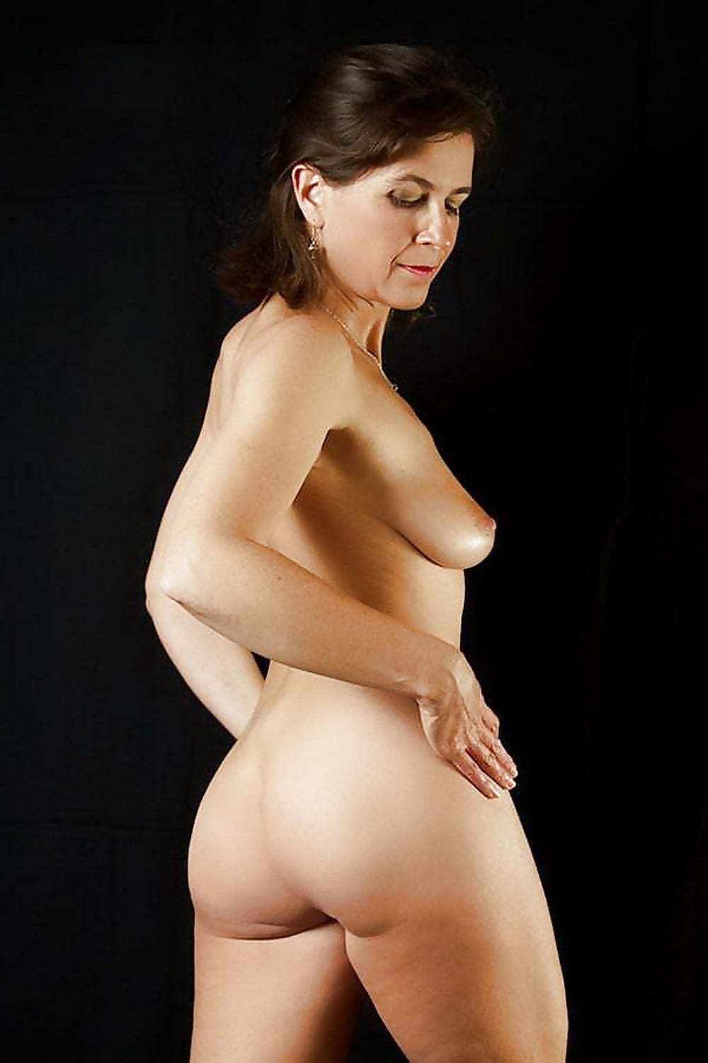 Free Mature Nude Models