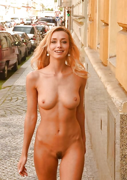 Sexy naked young lady-8781