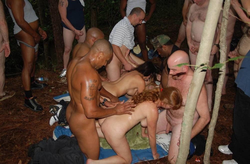 samiy-massoviy-gang-bang-foto-gruppovuhe-gruppovoy-seks