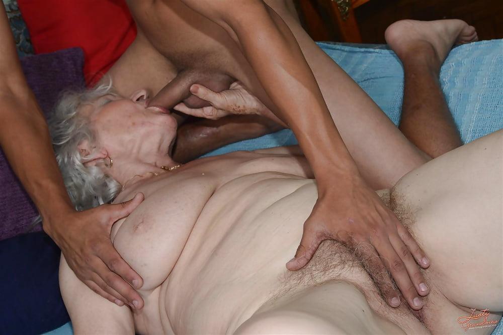Секс пожилого дядьки с пожилой бабой 7