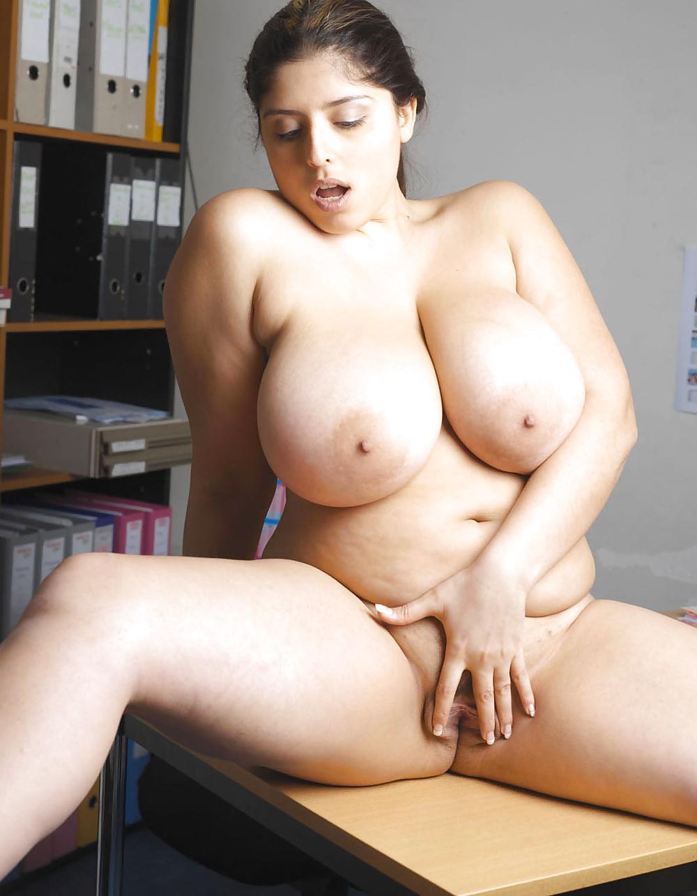 Big boobs sexy kushboo latest photos — img 3