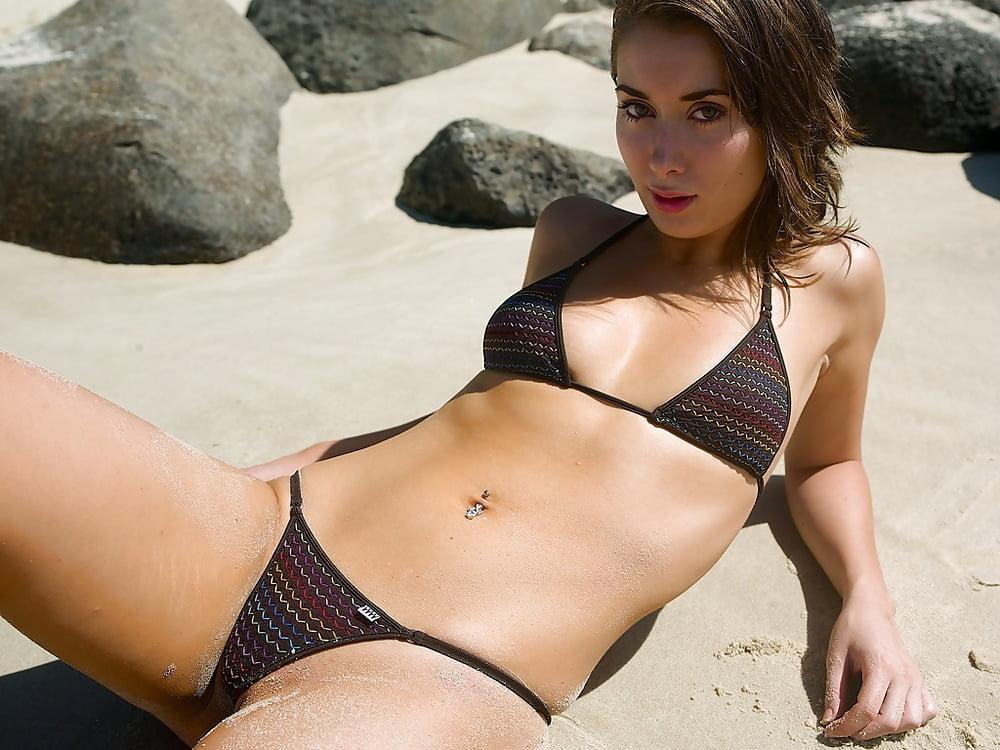 bikini-models-handjobs-kiss-the-girl-country