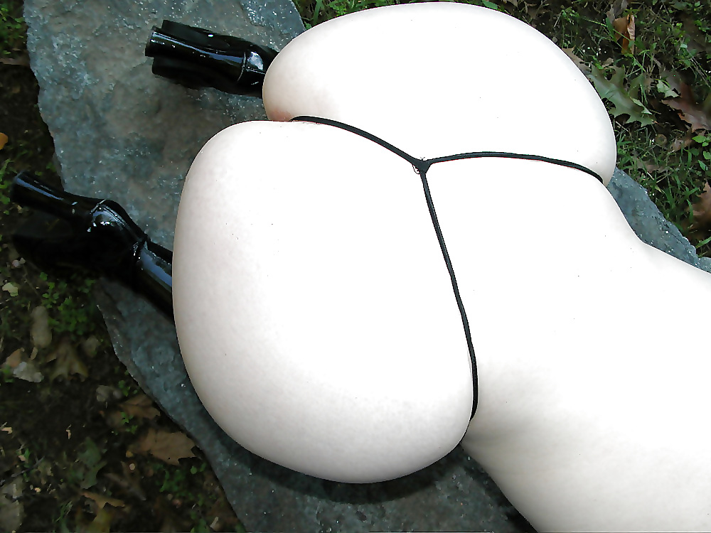 Round white ass girl, mimosa cocktail