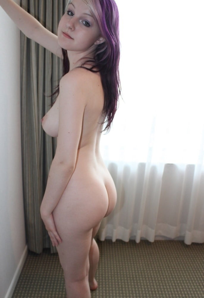 Pale amateur girl naked — img 13