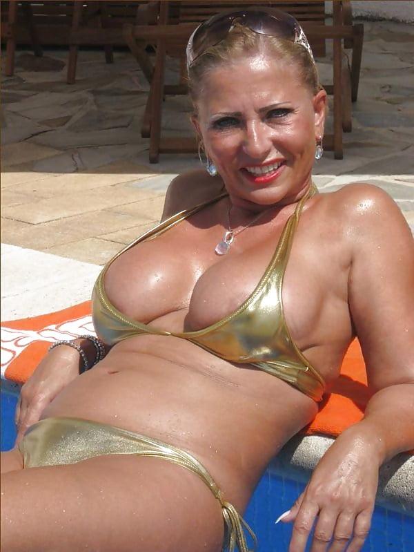 Grannies in sexy bikini 6
