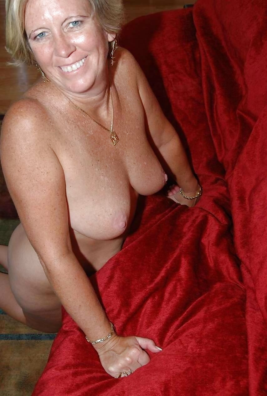 busty-wife-posing-naked-lab-rat-bree-naked