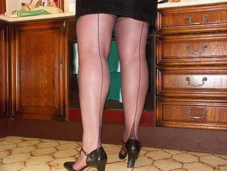 ff nylon seamed stockings suspenders and heels