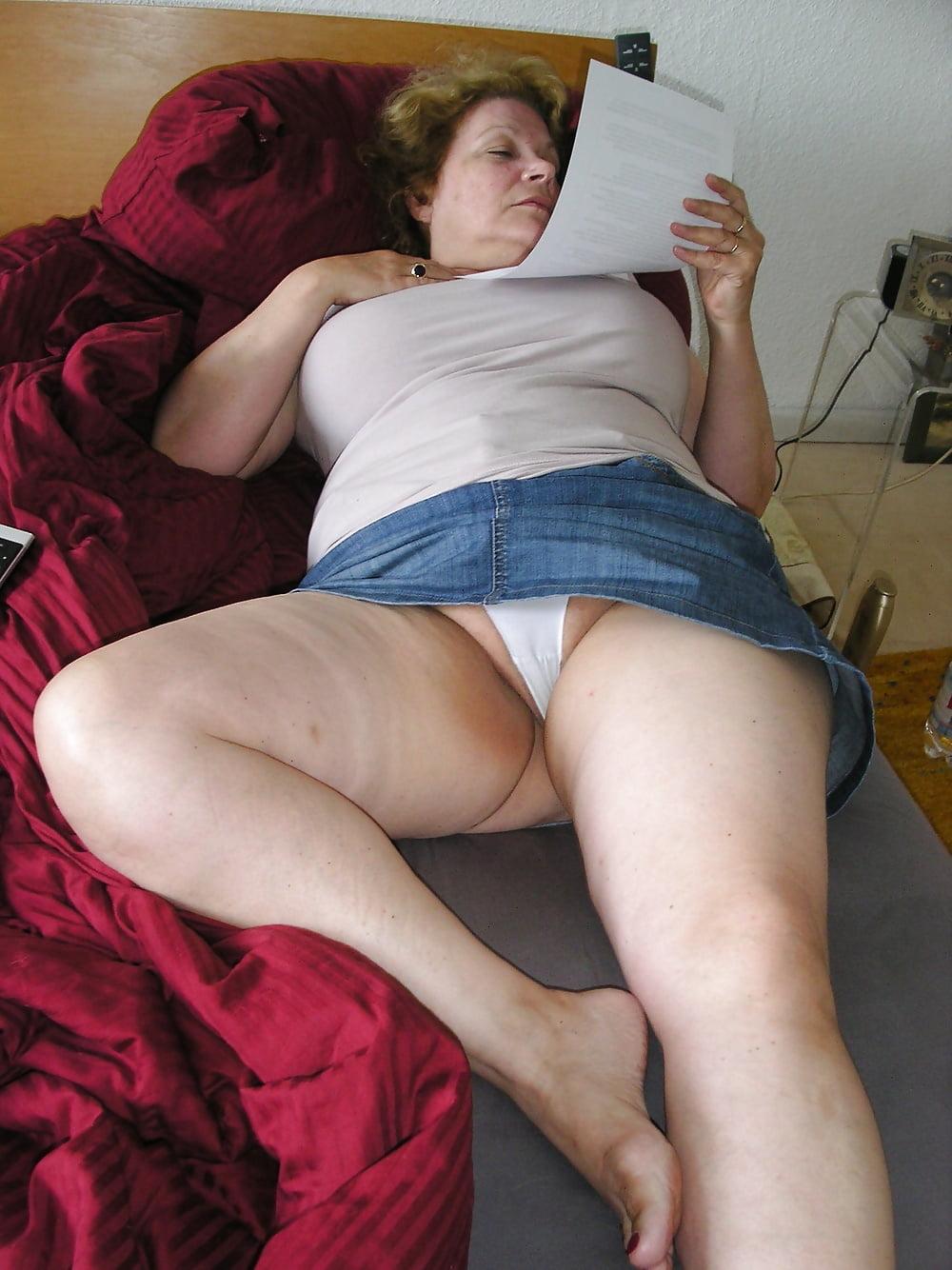 порно толстая в юбке