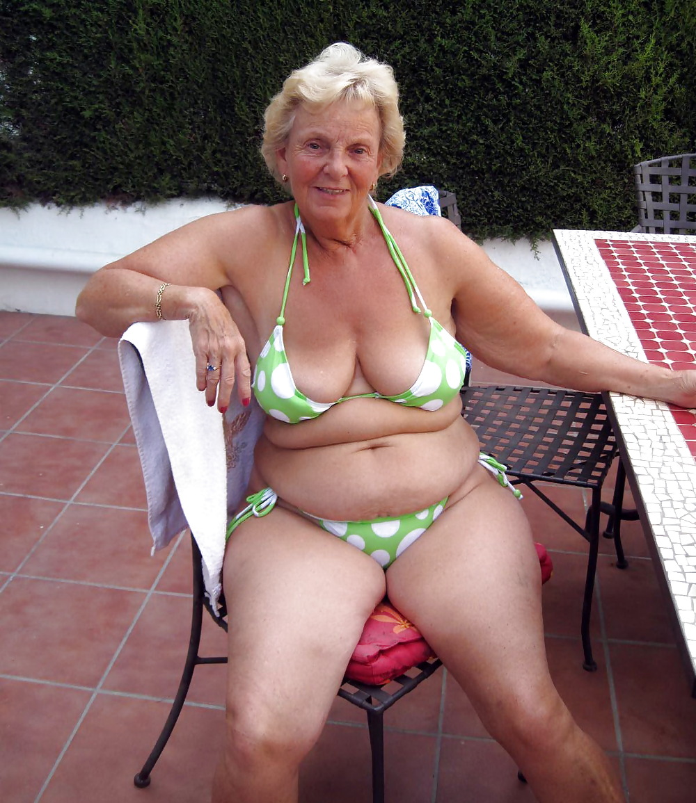 sexy-grannys-in-bathing-suits-blonde-first-anal-nude