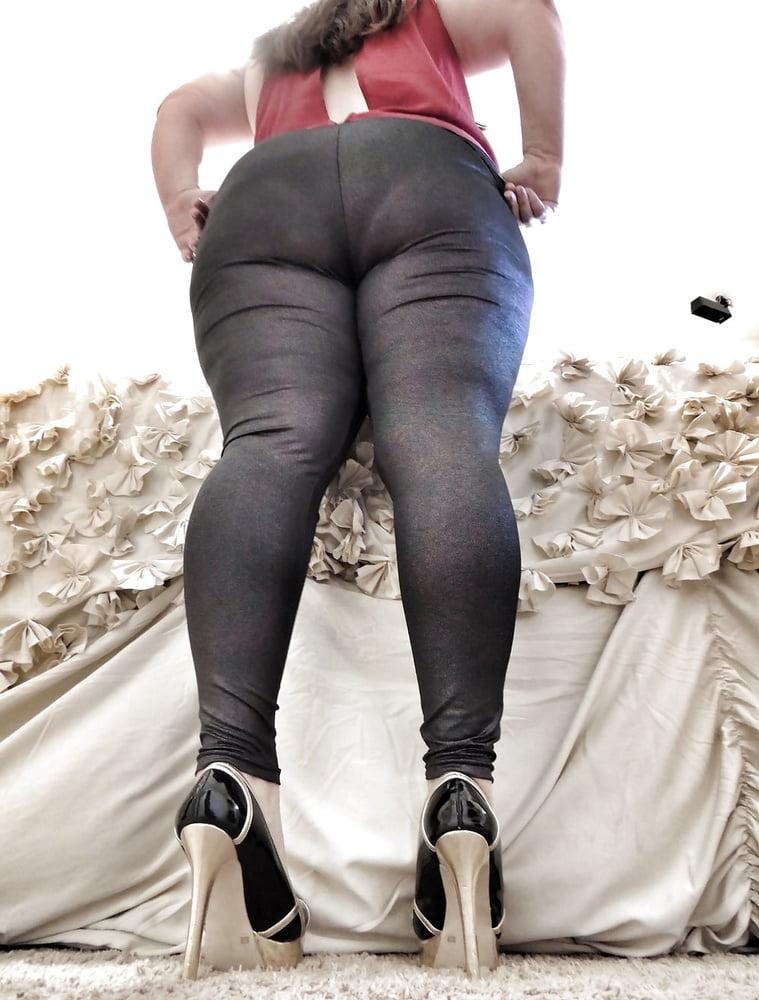 Фото толстых жоп в леггинсах #2
