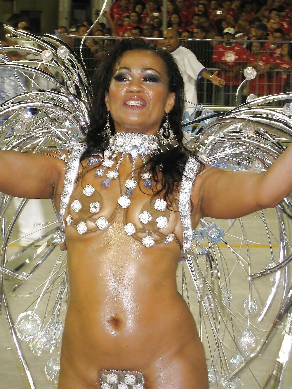 следует считать трахнули бразильянку на карнавале дымовая завеса
