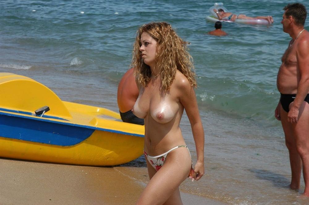 Sexy topless bikini babes beach voyeur hq spycam photo
