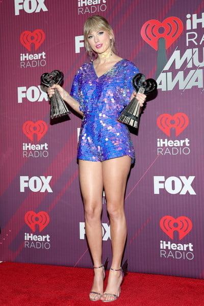 Taylor Swift - 24 Pics