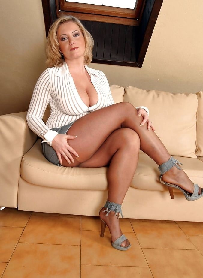 mature-busty-women-in-heels-gallery