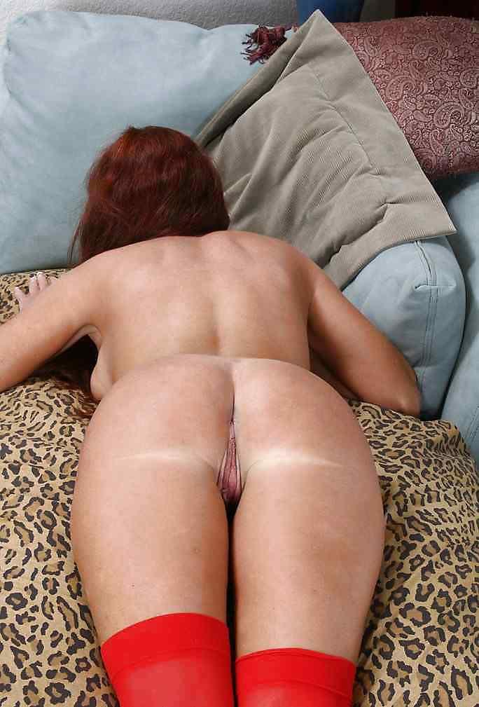 Classy mature hottie in stockings