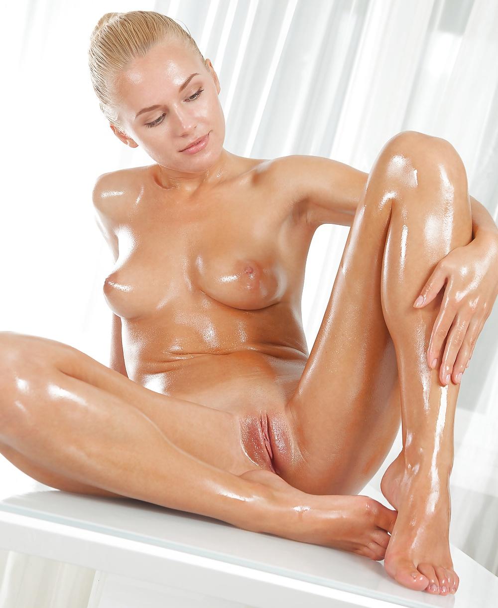 Молодая девушка в масле порно фото — img 8
