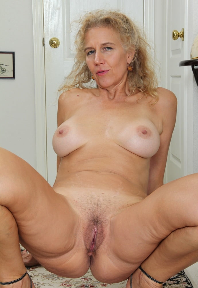 Older women self photo pussy — photo 15