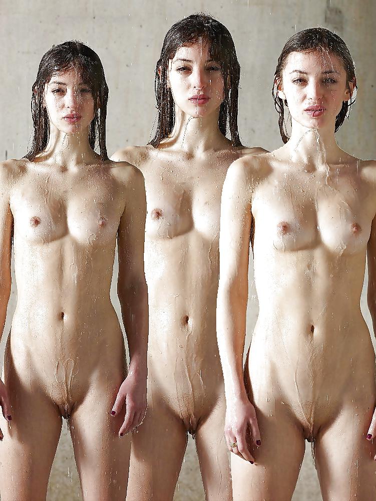 Gif Hot Sexy Girls Posing Nude